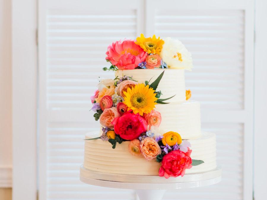 Erica & James Beautiful Fresh Flower Wedding Cake