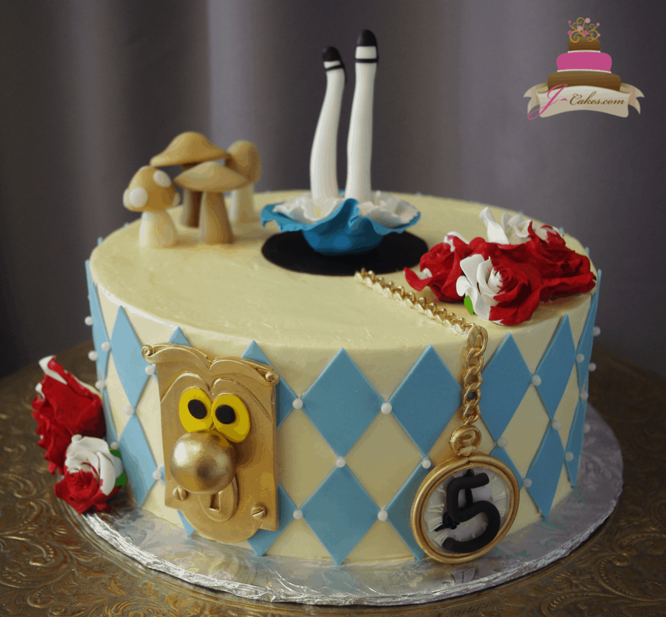 (543) Alice in Wonderland Cake