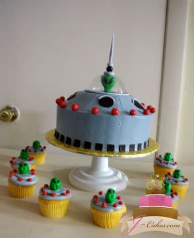 (423) UFO Birthday Cake and Cupcakes