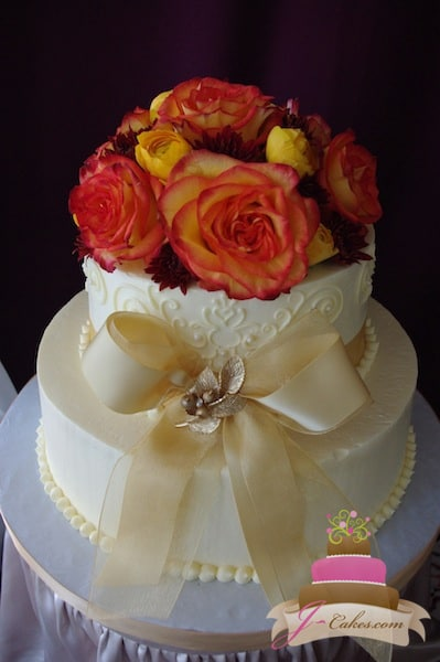 (819) Anniversary Cake with Bow and Brooch