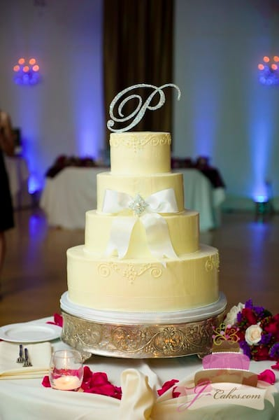 (1121) Queen Anne Wedding Cake with White Bow and Brooch
