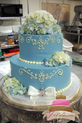 (1008) Blue Wedding Cake with Queen Anne Piping