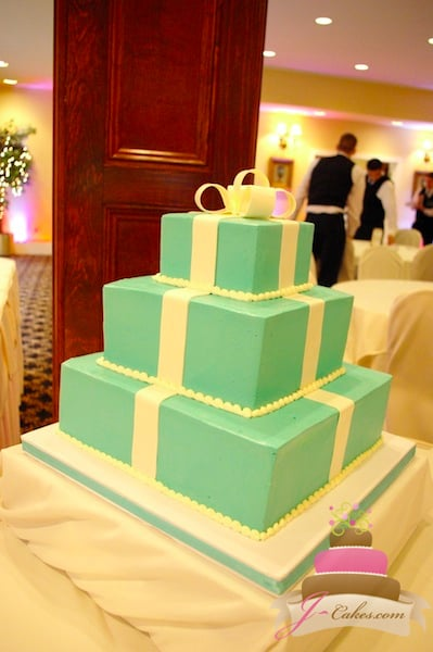 (1124) Tiffany Gift Box Wedding Cake