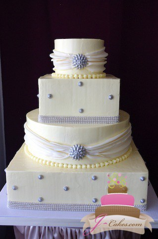 (1043) Wedding Cake with Edible Bling