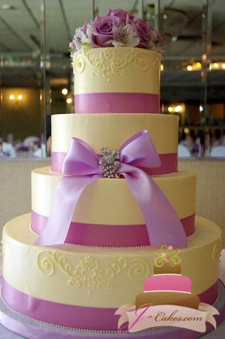 (1047) Wedding Cake with Queen Anne Piping, Bow, and Brooch