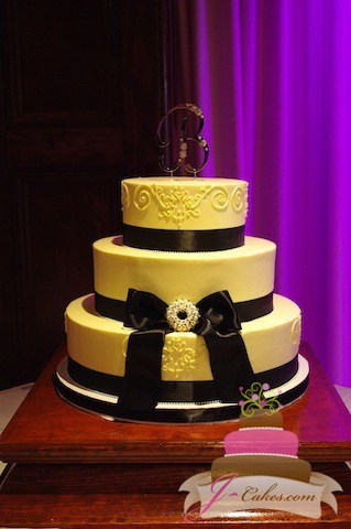 (1066) Queen Anne Wedding Cake with Black Bow and Brooch