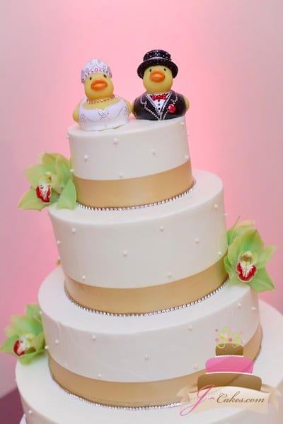 (1122) Gold Ribbon Dot Wedding Cake