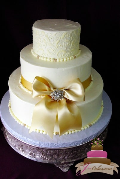 (1001) Paisley Wedding Cake with Gold Bow and Brooch