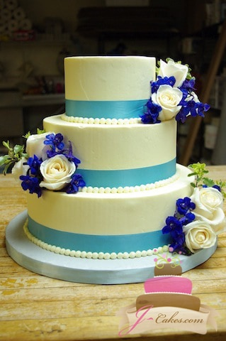 (1024) Blue Ribbon Wedding Cake