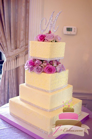 (1032) Square Wedding Cake with Pillars