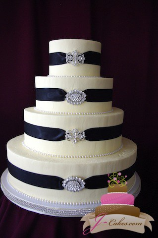 (1080) Black Ribbon Wedding Cake with Brooches